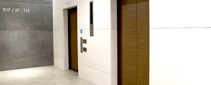 競馬情報サイトが入居するビルのエレベーターホール